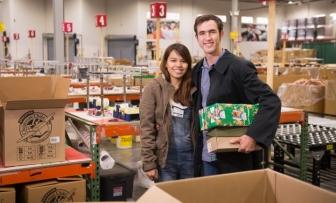 """""""靴箱""""のクリスマス・プレゼントが結んだ奇跡の愛 米少年とフィリピン少女が14年越しに結婚"""