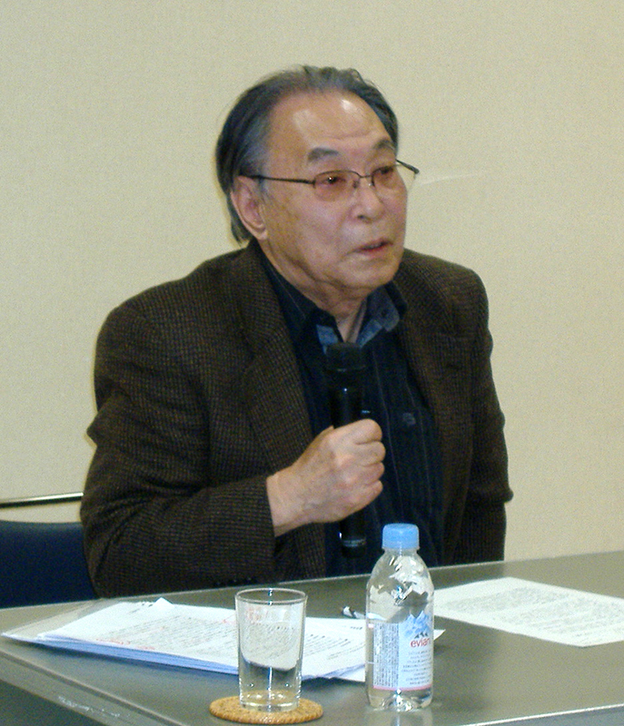 戦後の日米関係について持論を語る武藤一羊氏=10日、東京・四谷のニコラ・バレ修道院で