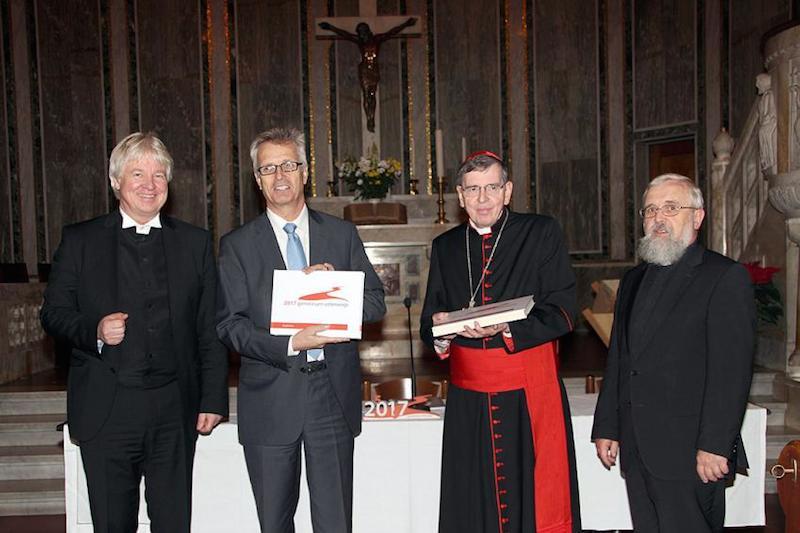 左から、カール・ヒンリッヒ・マンズケ監督、マルティン・ユンゲ牧師、クルト・コッホ枢機卿とゲルハルト・フェイゲ司教。ローマで行われたインターネット・プロジェクト「2017年 共に途上にあって」の成果を発表した際のもの。(写真:ルーテル世界連盟ドイツ全国委員会 / F・ヒュプナー)