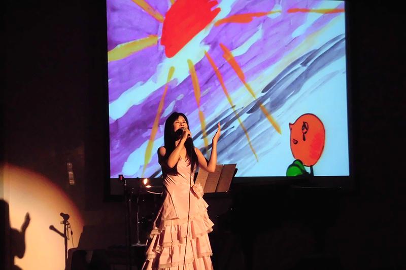 知保子コストナーさん、大阪で公演「小さな花の物語」開催 「涙止まらなかった」と感動の声も