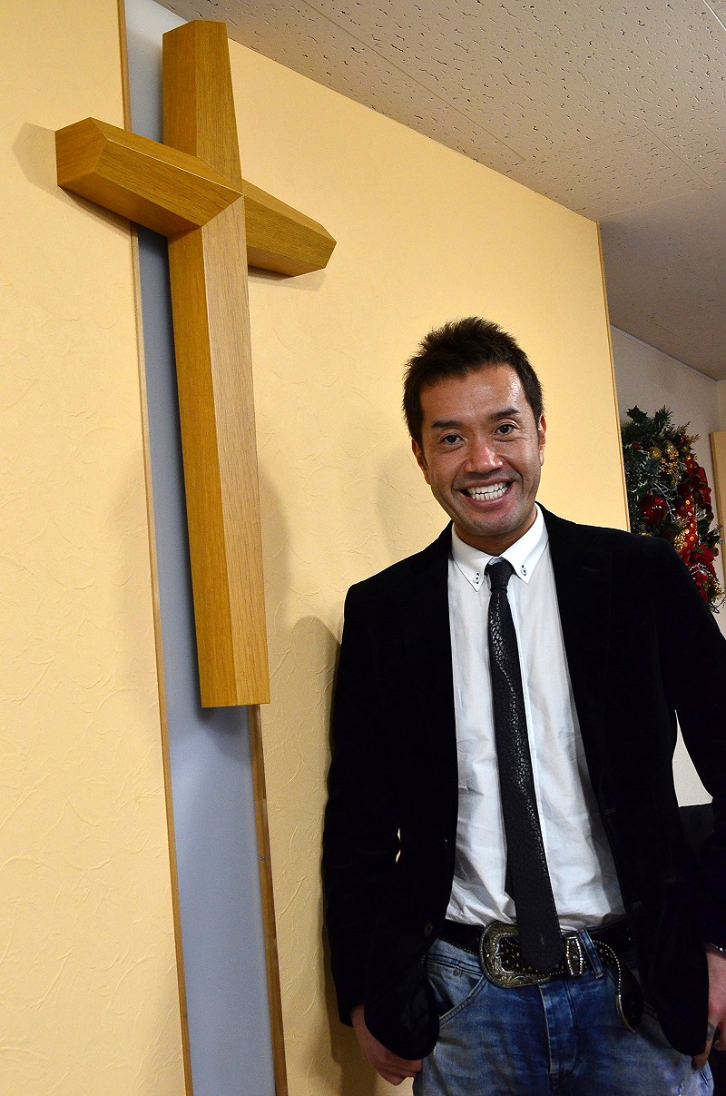 異色の直木賞作家・志茂田景樹氏の次男で、「カリスマタクシー運転手」として話題の下田大気(ひろき)さん。どこか父親の景樹氏を思わせる笑顔が素敵だ。