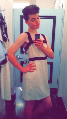 トランスジェンダーの転向療法改善求め署名30万超 米17歳の自殺受け