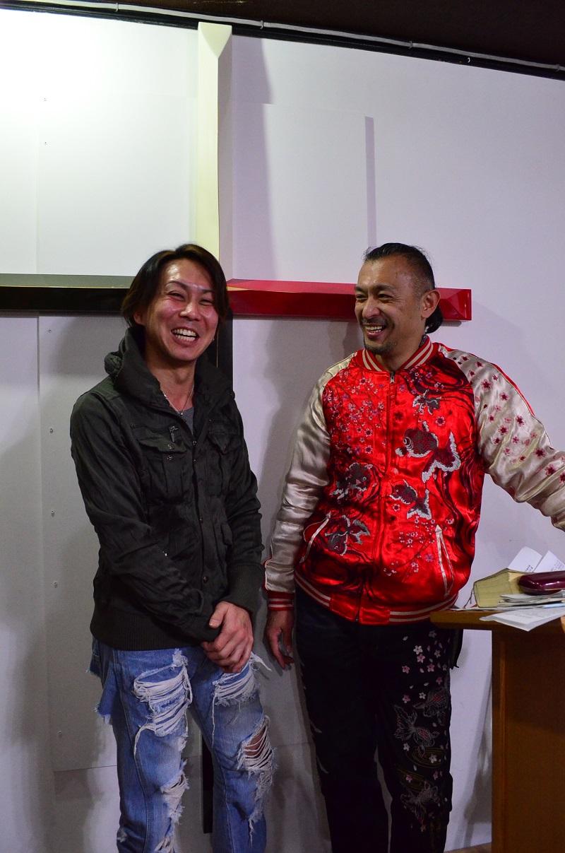多田慶一さん(左)と、「罪友」で親しまれている「罪人の友 主イエス・キリスト教会」の進藤龍也牧師。うつ病を経験した多田さんは、今でも人の集まる所は苦手だが、「罪友」のメンバーと和やかに過ごす時間は少しずつ増えてきている。JR西川口駅から教会までの送迎奉仕もしている。
