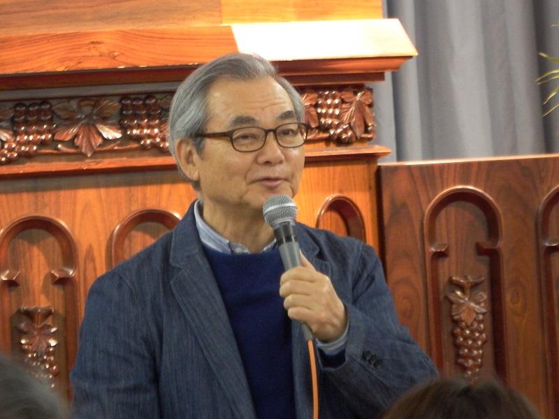 第17回断食祈祷聖会で講演するハーベスト・タイム・ミニストリーズ代表の中川健一牧師=13日、東京中央教会(東京都新宿区)で