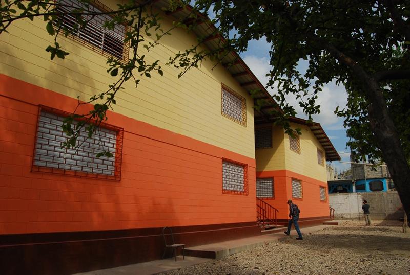 コンパッション・インターナショナルは、将来起こるうる可能性のある大災害にも耐えるこのような学校を30校建てている。そのためにエルサルバドルから技師を雇い、さらに自前で建築会社を設立した。(写真:コンパッション・インターナショナル)