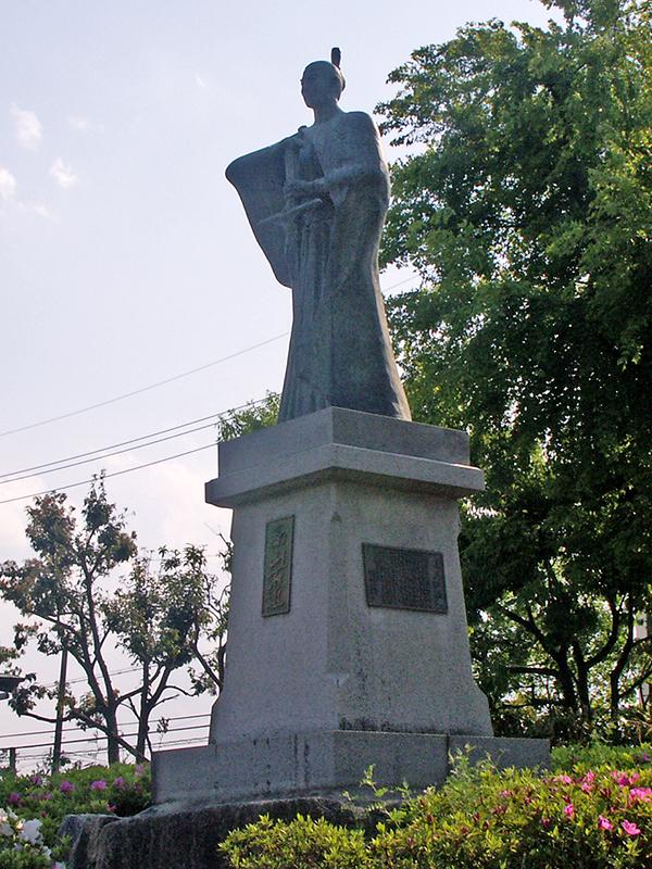 高山右近が城主であった高槻城跡にある城跡公園(大阪府高槻市)内に建てられた右近の銅像