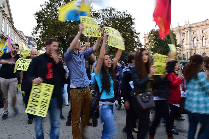昨年オーストリアのウィーンで行われた「イスラム国」(IS)に抗議するデモ=2014年10月10日(写真:ハエフェル)
