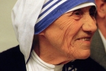 インド右翼団体指導者の「マザー・テレサの奉仕は改宗目的」発言で抗議相次ぐ
