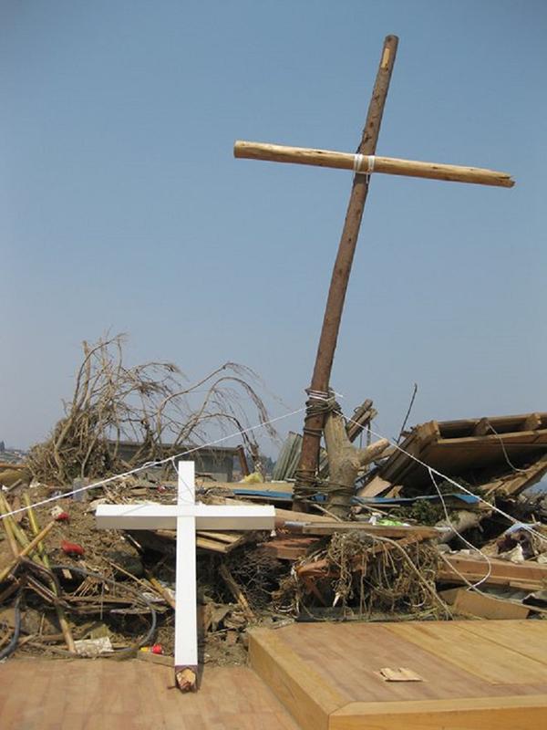 大宮香織さんが訪れた宮城県気仙沼市の教会。東日本大震災で発生した津波により全壊した。(2011年4月撮影)