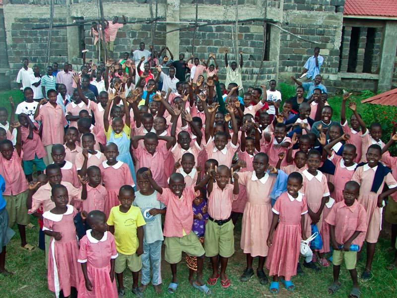 コンパッション・インターナショナルのケニア支部から支援を受ける子どもたち。2013年からキリスト教の入門プログラム「アルファ・コース」を取り入れ、1年半の間に1万5千人が修了した。