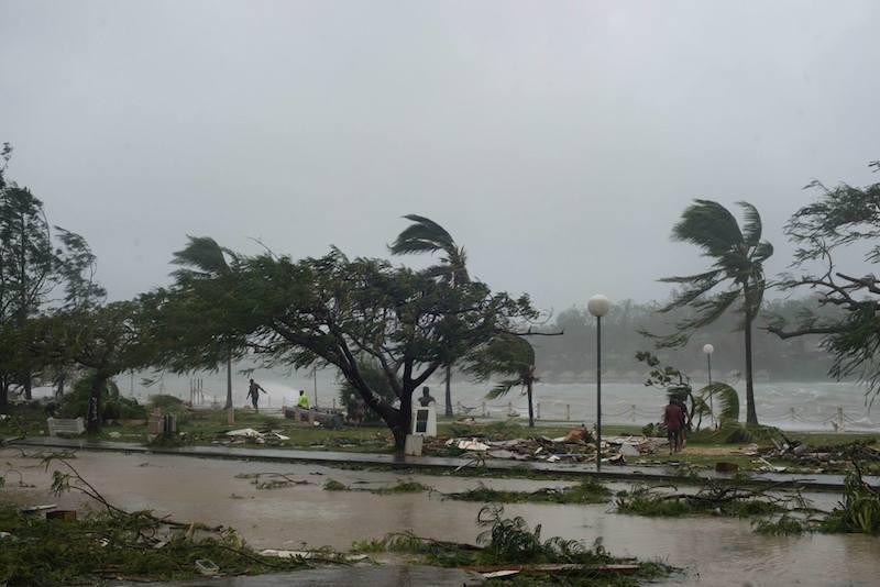 大型サイクロン「パム」で被災したバヌアツの首都ポートビラの海岸通り=14日(写真:ヒューマンズ・オブ・バヌアツ)