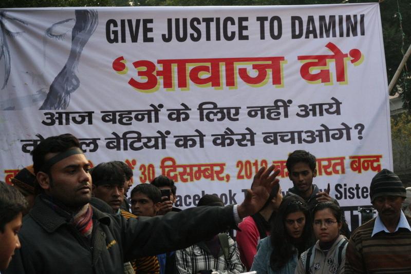 強姦事件を受け抗議行動をする人々=2013年1月3日、インド・ジャイプルで(写真:Ramesh Lalwani)