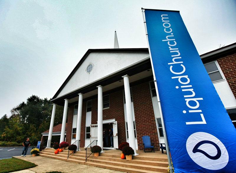 米ニュージャージー州マウンテンサイドにあるリキッド・チャーチ。この他、州内に3つの教会があり、計4カ所での礼拝出席者は約3500人。同州で最も成長している教会の一つだ。(写真:リキッド・チャーチのフェイスブックより)<br />
