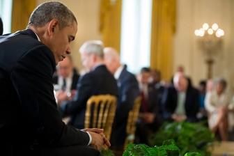 オバマ米大統領、イースター朝餐祈祷会で演説 「愛のない」表現に懸念も