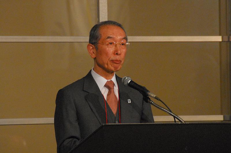 「ムスリムと日本の宗教者との対話プログラム」の開会セッションで基調発題を行う世界宗教者平和会議(WCRP)日本委員会の庭野日鑛(にわの・にっこう)会長=9日、グランドハイアット東京(東京都港区)で