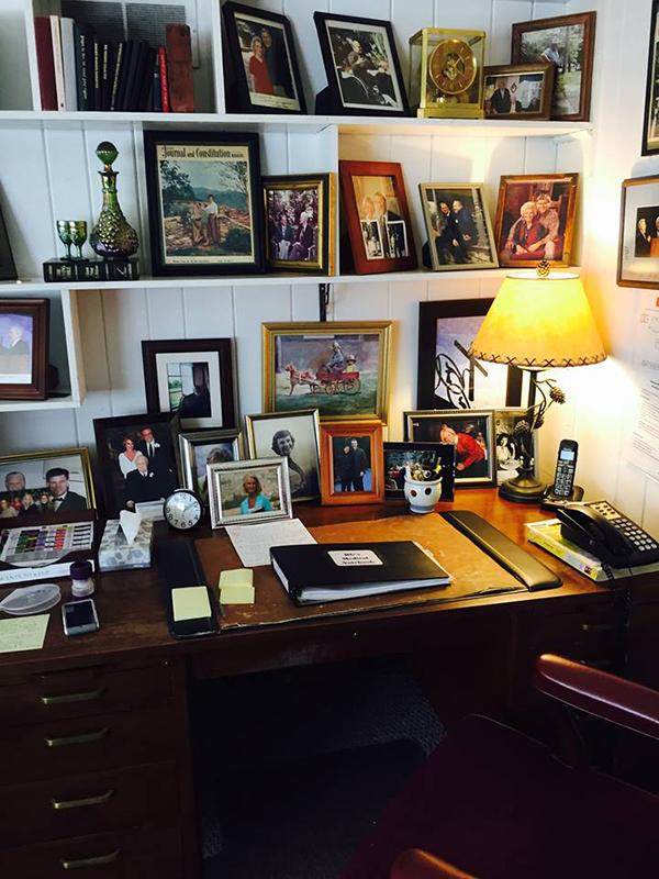 米ノースカロライナ州モントリートにあるビリー・グラハム氏の自宅の机(写真:フランクリン・グラハム氏のフェイスブックより)
