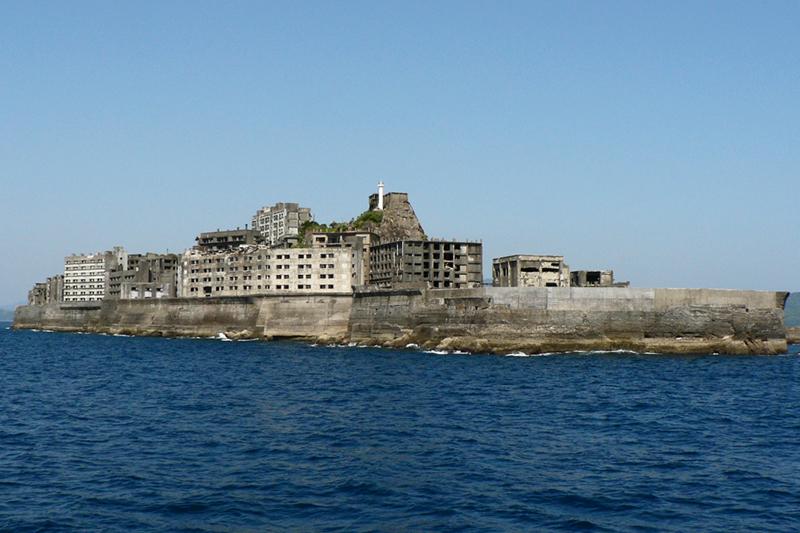 「軍艦島」として知られる長崎県の端島(はしま)(写真:Hisagi)