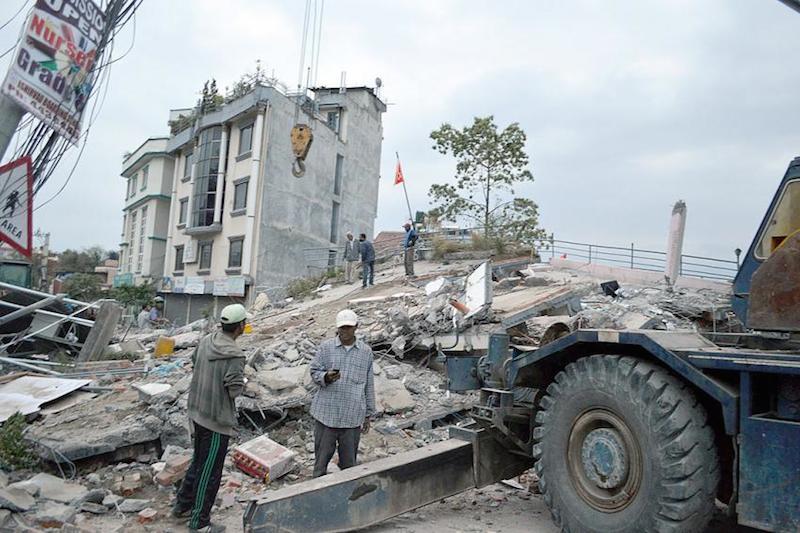 ネパールの大地震で倒壊した首都カトマンズの建物(写真:LWF Nepal)<br />