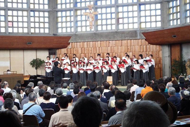 「藤沢福音コール」第30回定期演奏会の様子=4月25日、カトリック藤沢教会(神奈川県藤沢市)で