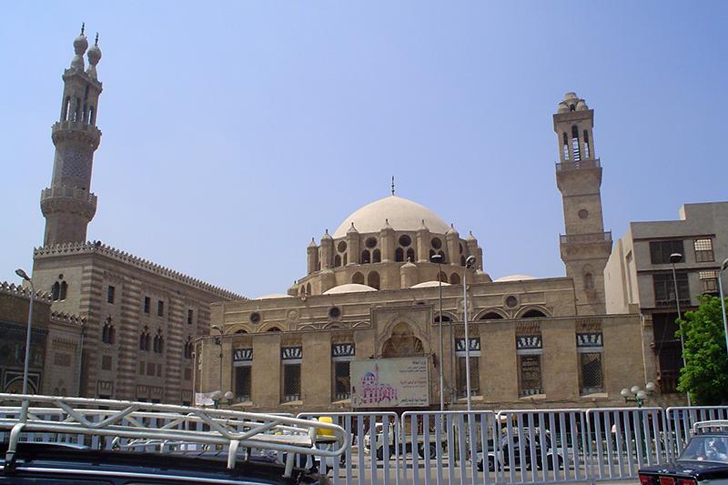 エジプトの首都カイロにあるイスラム教スンニ派最高学府のアズハル大学。988年に設置された現存する最古の大学の一つでもある。