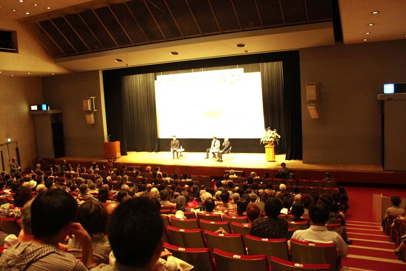 この日会場を訪れた多くの人が映画を鑑賞し、受賞監督たちの話に耳を傾けた=5日、なかのZERO小ホール(東京都中野区)で