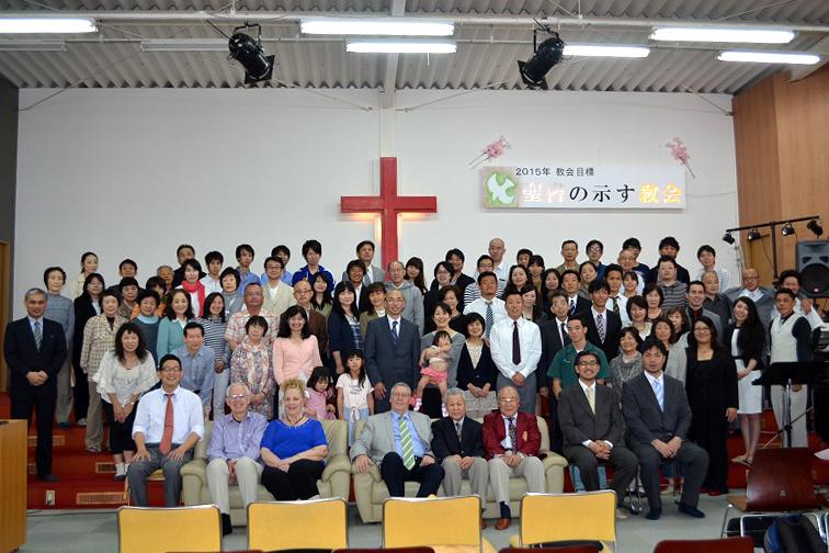 ティーンチャレンジ・インターナショナル・ジャパンの10周年記念集会の参加者ら=4月29日、金沢キリスト教会(横浜市)で<br />