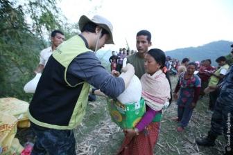 ネパール大地震:キリスト教団体支援物資、山間部の遠隔地にも 医療チームも派遣