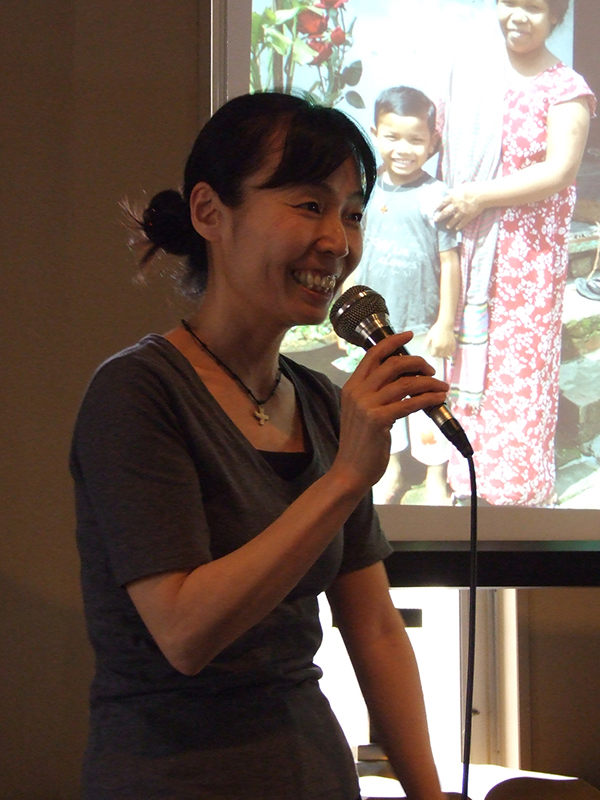 6年半にわたってバングラデシュで活動してきた理学療法士の山内章子さん。2月に帰国した後、約3カ月間にわたって全国の教会などで報告会を行い、6月には再びバングラデシュに向かう=5月31日、日本基督教団芦屋西教会(兵庫県芦屋市)で