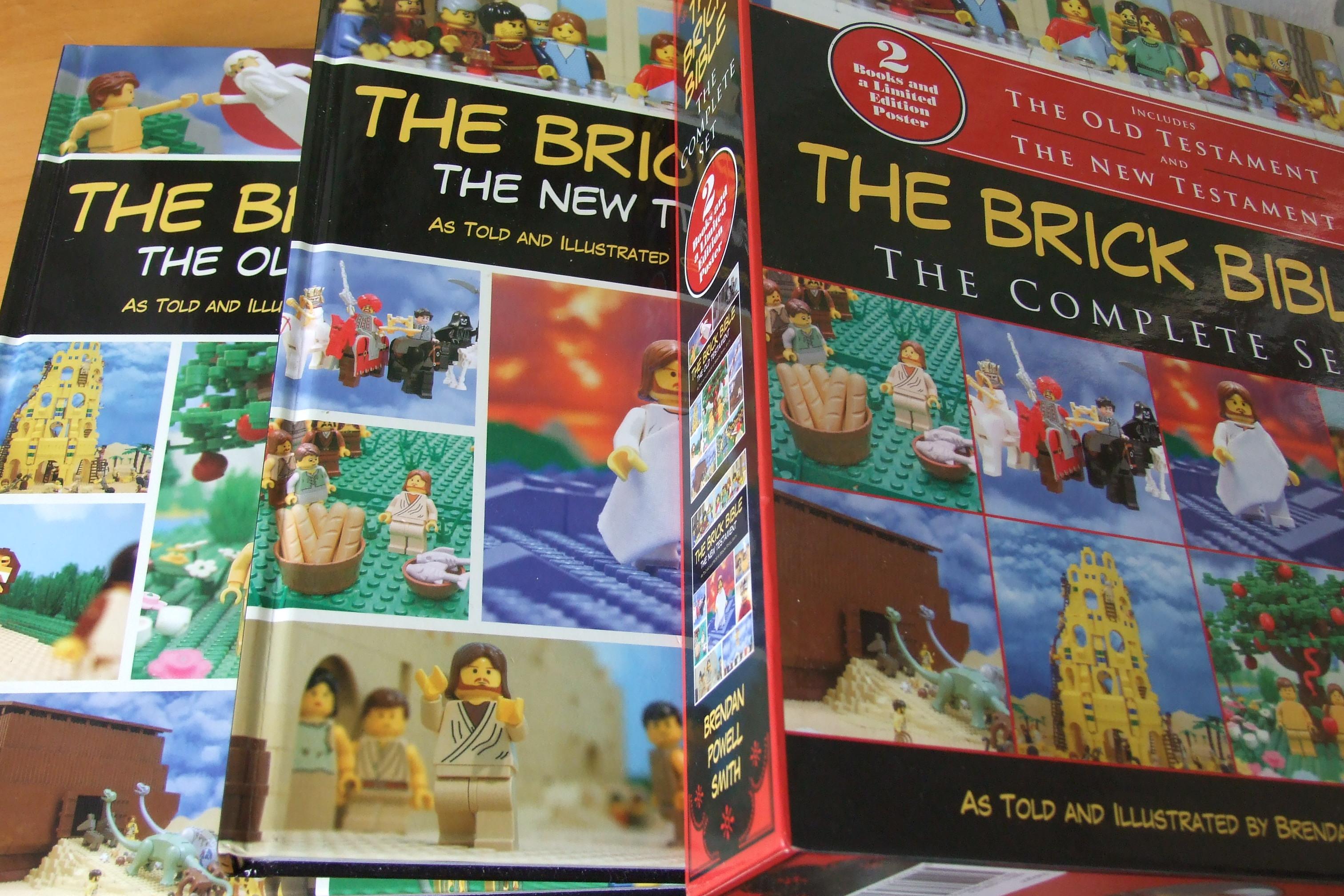 2013年に出版された、旧約版・新約版を合わせた計540ページにわたるコンプリート版レゴ聖書『THE BRICK BIBLE(ブリック・バイブル)』。延べ3000枚以上の写真が収められている。