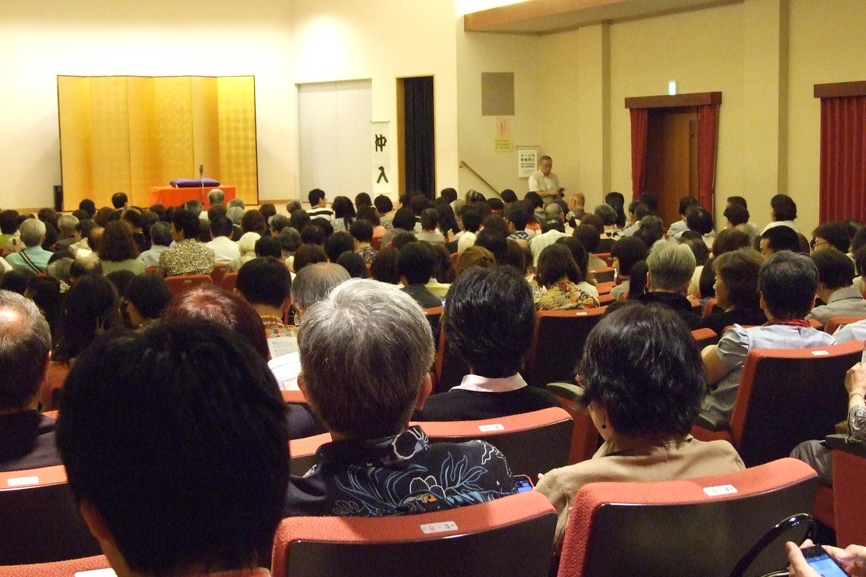 会場の大阪クリスチャンセンターOCCホールには、ほぼ満員の250人以上のお客さんがつめかけた
