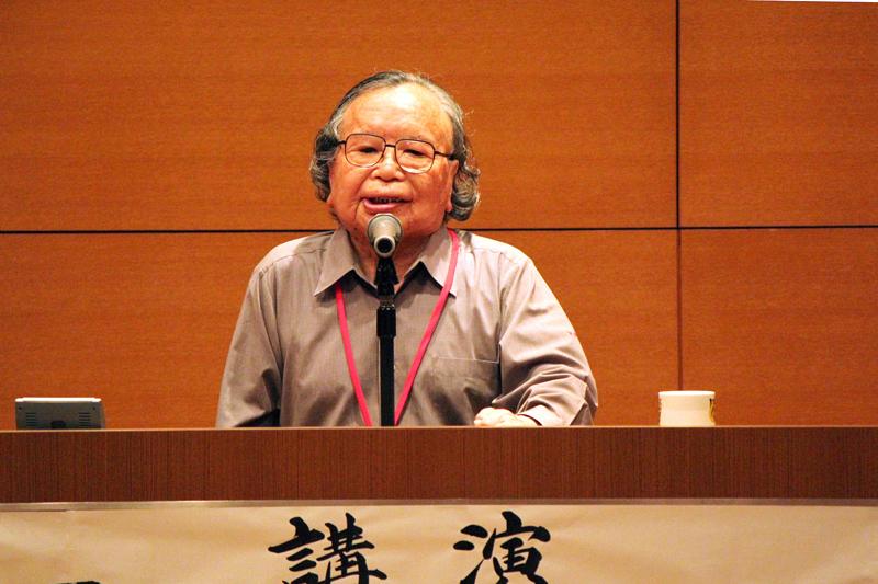 平沢保治さんは、過去を全て悪いこととして語るのではいけないと言い、「赦(ゆる)す心こそ明日を開く」という生き方を一つ一つ身に付けて生きてきたと話した=6月27日、国立ハンセン病資料館(東京都東村山市)で