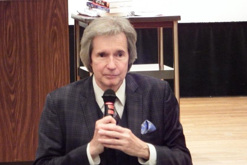 「平凡な一人の人でも大きな違いを生み出すことができる」と繰り返し語ったビル・ウィルソン氏=6日、発明会館地下ホール(東京都港区)で
