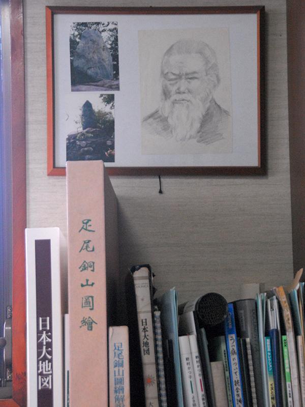 宮本氏の書斎には、同じ栃木県の足尾銅山鉱毒事件で鉱毒と闘った田中正造の絵や資料もあった。