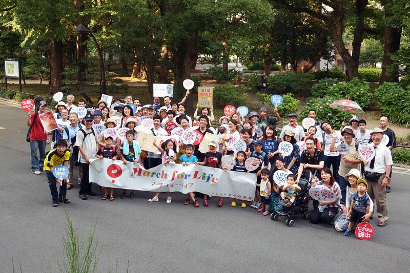 「中絶やめよう」笑顔のデモ 国会目指して市民ら80人行進
