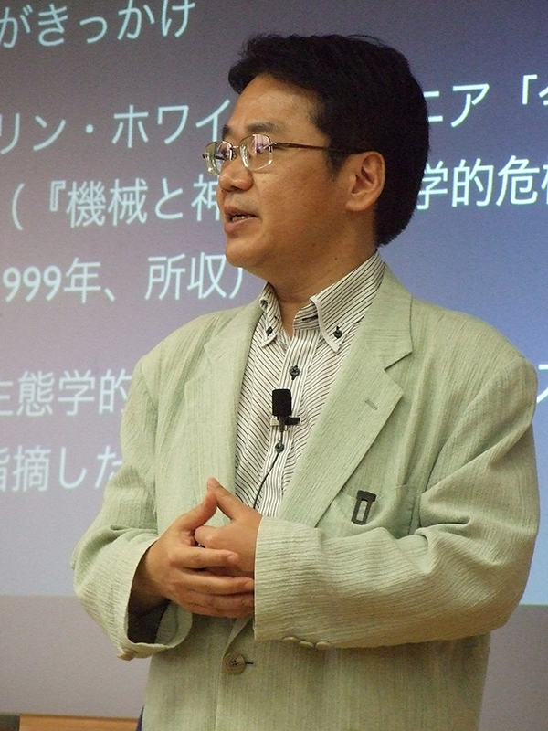 講演する小原克博氏(同志社大学神学部教授)=11日、同大今出川キャンパス(京都市)で