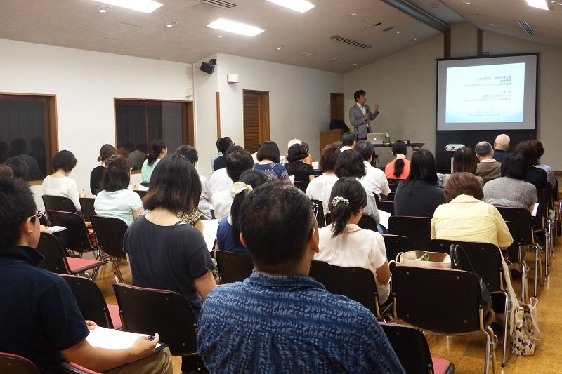 全5回の連続講座「今だから知りたいイスラームと世界の動き」は、講義ばかりではなく、最終回にはモスクへのフィールドワークも企画されている=13日、早稲田奉仕園リバティホール(東京都新宿区)で