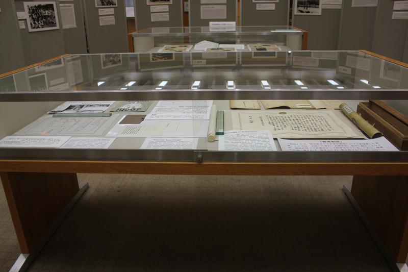 「ペンを銃に変え国のために働く」 学生は何を見たのか? 上智大で戦前・戦中・戦後の様子伝える展示