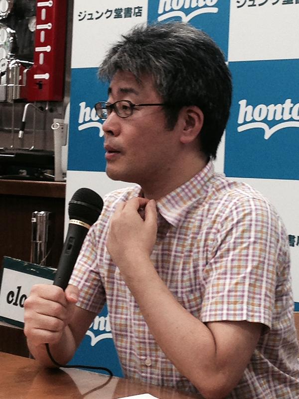 トークイベントで語る若松英輔氏=15日、ジュンク堂書店大阪本店(大阪市北区)で