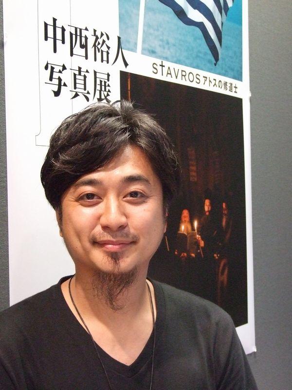 写真家の中西裕人氏。昨年、父で日本のアトス研究の第一人者であるパウエル中西裕一氏(日本ハリストス正教会司祭)と共に3週間にわたってアトスに滞在し、撮影を行った。<br />