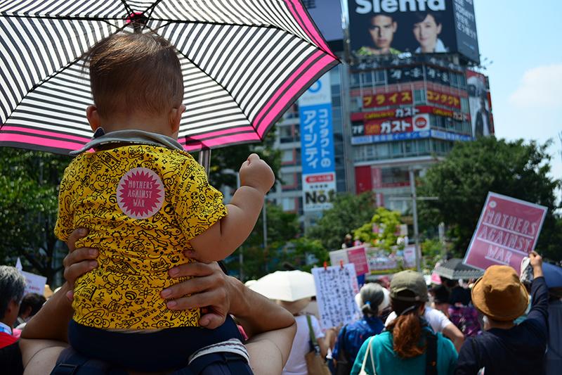 「だれの子どももころさせない!」 安保法案反対、ママたちが渋谷でデモ