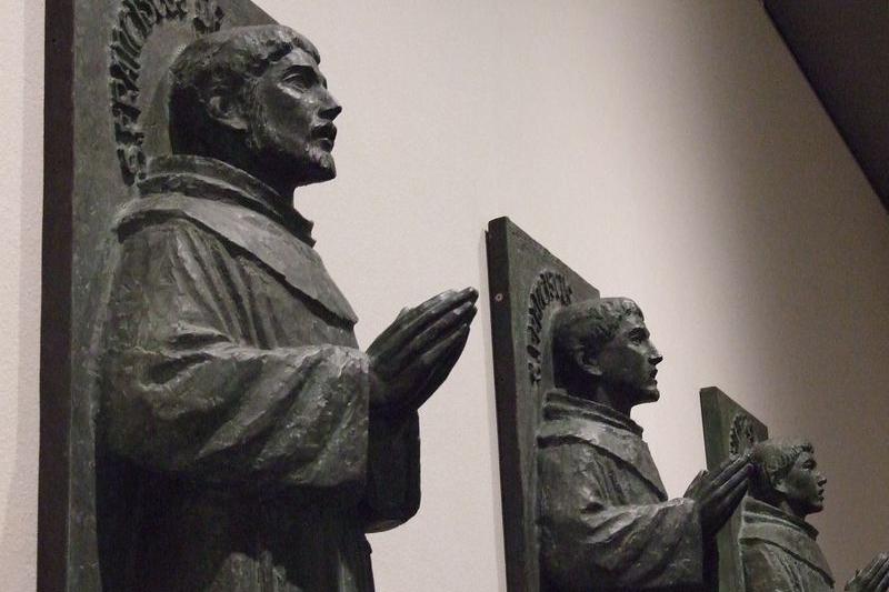 「長崎26殉教者記念像」(1962年)のレプリカ