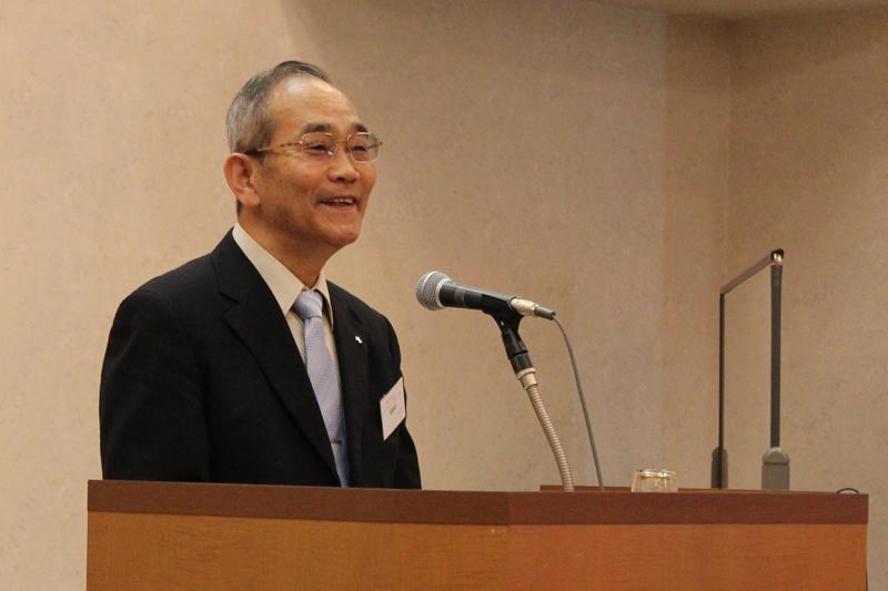 27日午後の講演をした酒田キリスト教会牧師の高橋富三氏。高橋氏は、2020年までに200~300人礼拝の実現を祈っている。「日本のクリスチャンは1%しかいないということは、99%の人に伝道できるチャンスが与えられている」と話す=27日、市川サンシティ(千葉県市川市)で