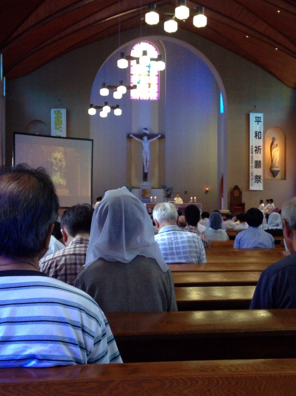 浦上天主堂で原爆犠牲者追悼ミサ、被爆経験者の神父「信仰は生、戦争は死の賛美」