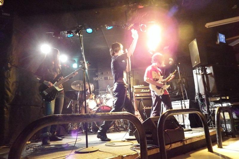 正統派へビーメタルに影響を受ける「熱きリョウ with Jesus Mode」=8日、東京・下北沢のライブハウス「VOICE FACTORY」で