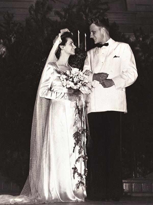 ビリー・グラハム氏と故ルース夫人のウェディング写真(写真:フランクリン・グラハム氏のフェイスブックより)<br />
