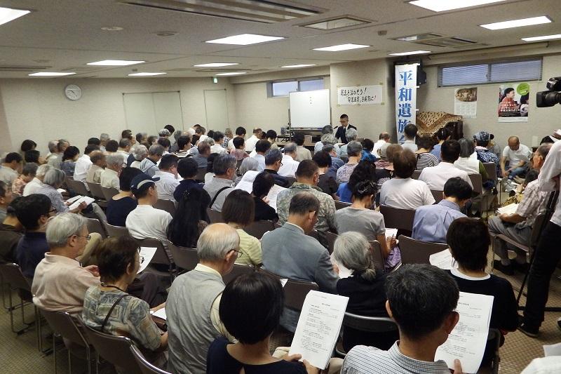 会場には多くの人が集まり、立ち見がでるほどだった=15日、日本基督教団九段教会(東京都千代田区)で