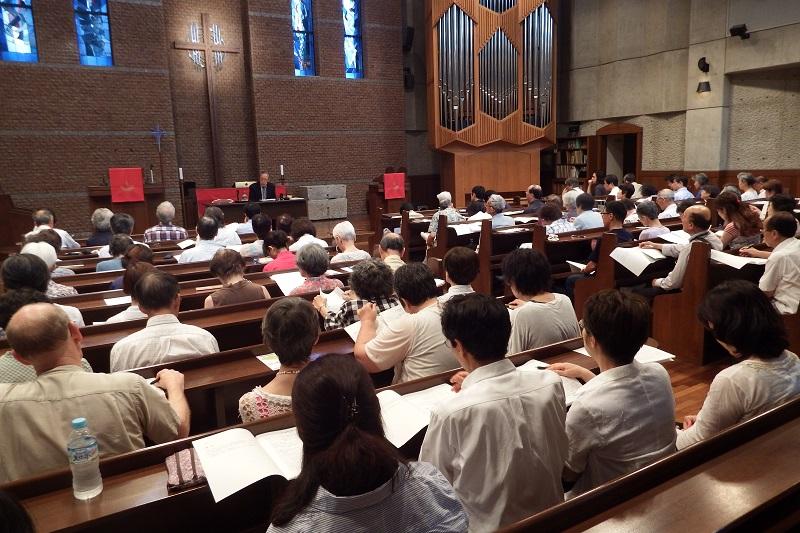 第2回デール記念講演「魂への配慮の共同体・教会」の会場は、多くの来場者でいっぱいだった=1日、日本福音ルーテル東京教会(東京都新宿区)で
