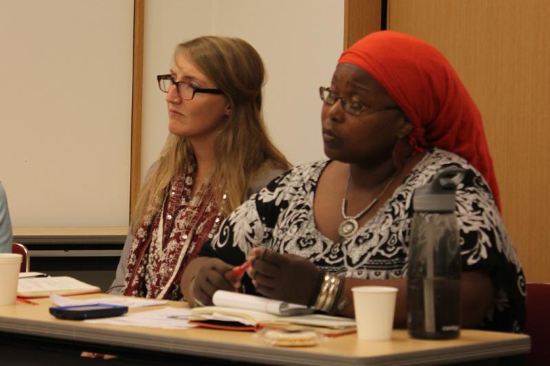 訪日体験を報告した米国友和会(FOR USA)青年会員のトリナ・ジャクソンさん(右)とサマンサ・グプタさん=20日、日本基督教団信濃町教会(東京都新宿区)で