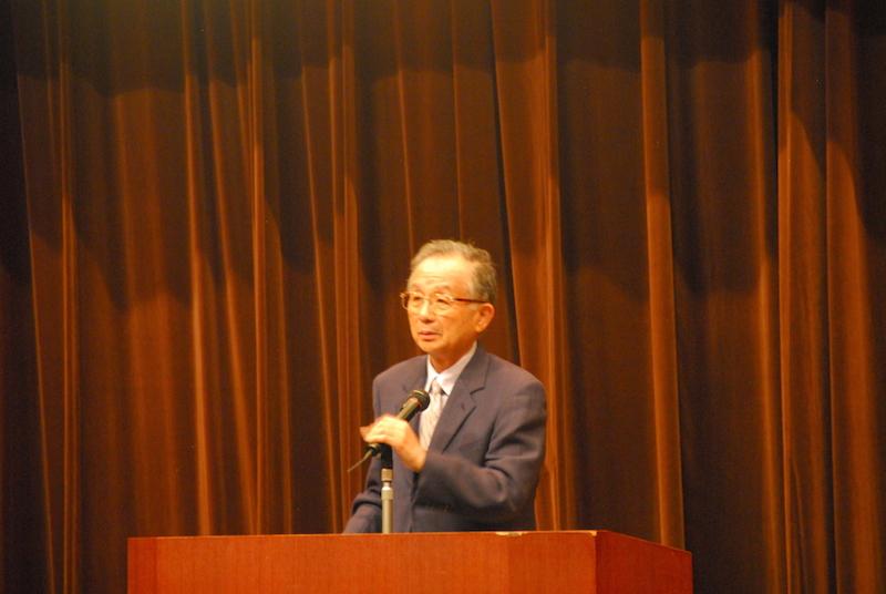 集会で自らの思いを語る、呼び掛け団体の一つである日本キリスト教協議会(NCC)議長の小橋孝一氏=24日、星陵会館(東京都千代田区)で