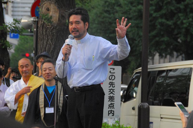 平和を実現するキリスト者ネット(キリスト者平和ネット)事務局代表で日本基督教団牧師の平良愛香氏=24日、衆議院第二議員会館前で<br />